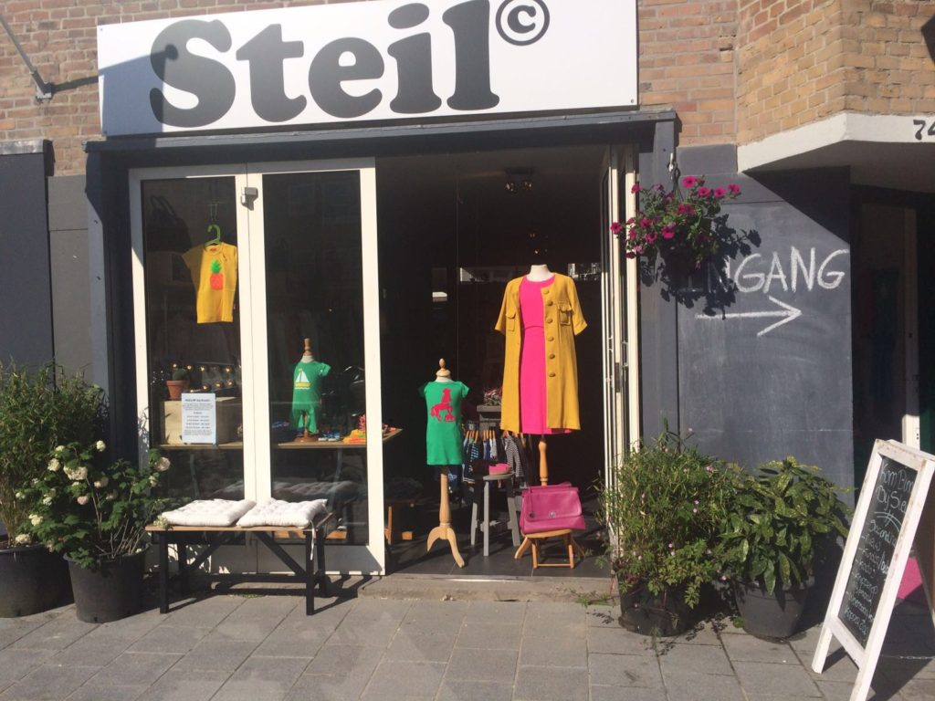 Steil voorkant winkel rijnstraat zomer 2016